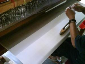 memintal kain sutra