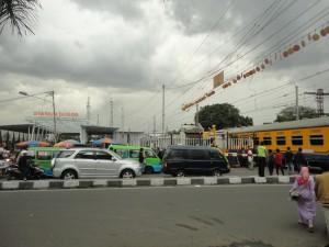 Menyeberang Jalan Bogor